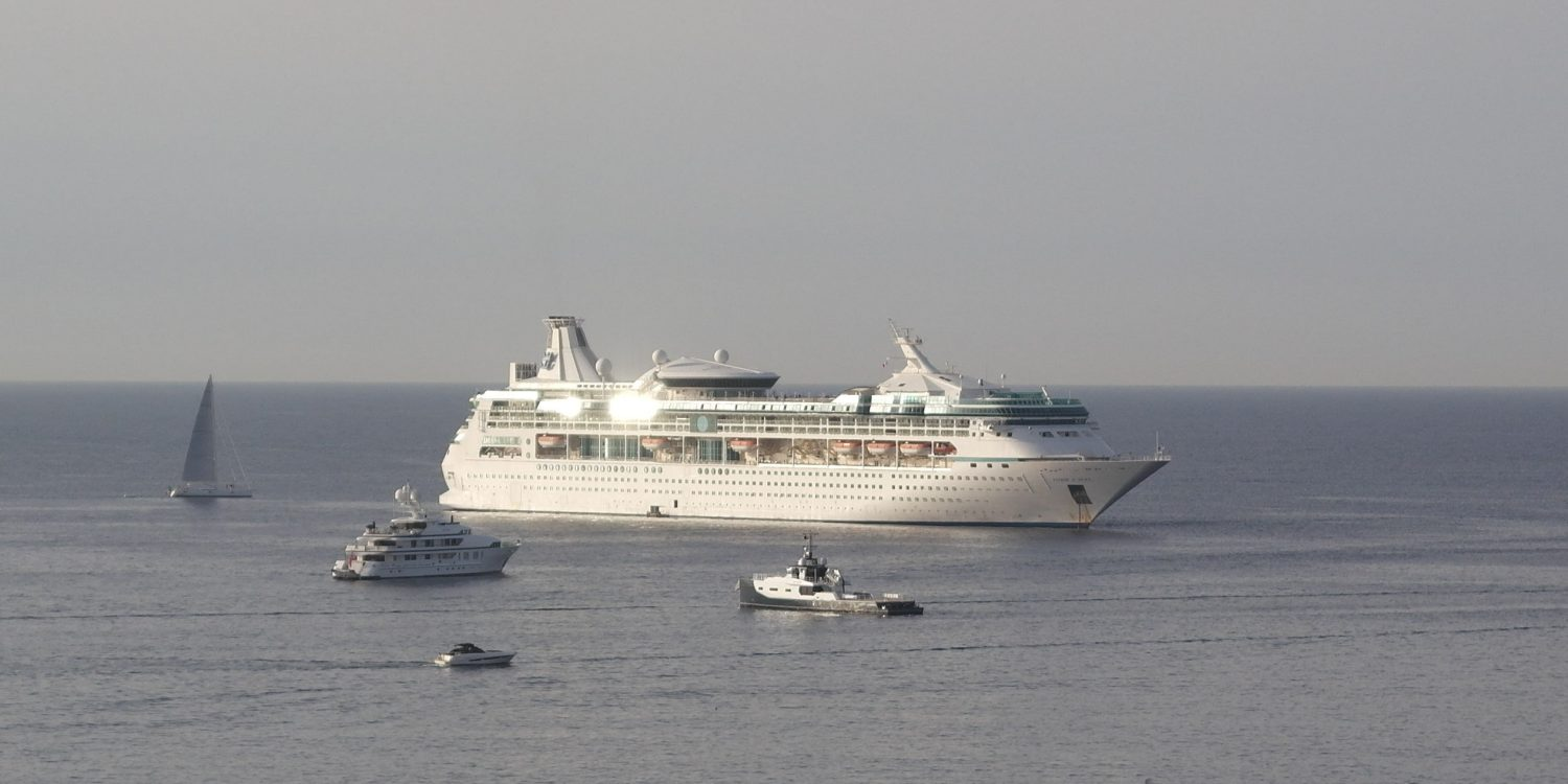 Le paquebot Vision of the Seas ancré à Cannes ce 16 septembre 2019
